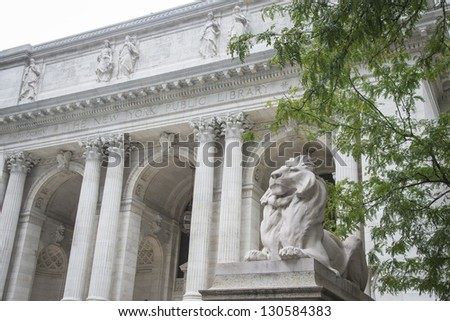 Stone lions at entrance to the New York City Library - stock photo