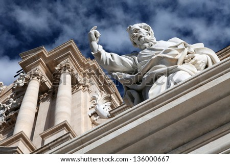Syracuse�s Cathedral statue. Detail of the Cathedral�s facade in Ortigia, Syracuse, Sicily, Italy - stock photo