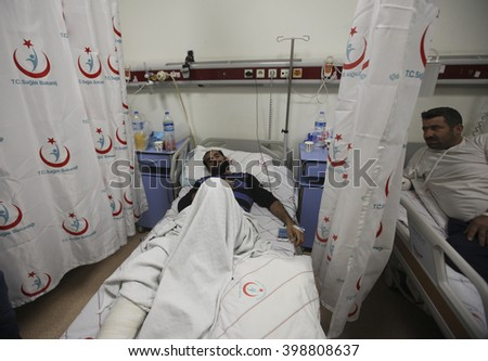 Syrian refugees wounded in the bombing in the Syrian city of Aleppo are being treated in Turkey. Mursitpinar, Kilis, 12 February 2016 - stock photo