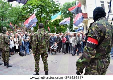 """TERNOPOL, UKRAINE-JULY. 12, 2015: Meeting the soldiers of the """"Right Sector"""" The reaction to the murder of the military in Mukachevo, Ukraine. The inscription on the flag """"Right Sector"""" - stock photo"""