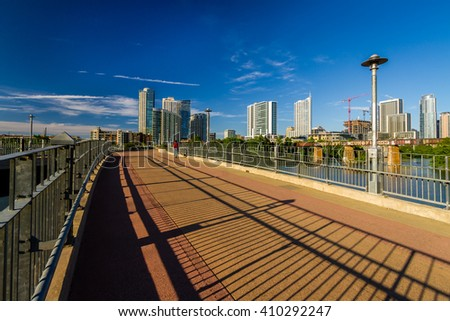 The James D. Pfluger Pedestrian and Bicycle Bridge, opened in 2001, is a pedestrian bridge spanning Lady Bird Lake in downtown Austin, Texas.  - stock photo
