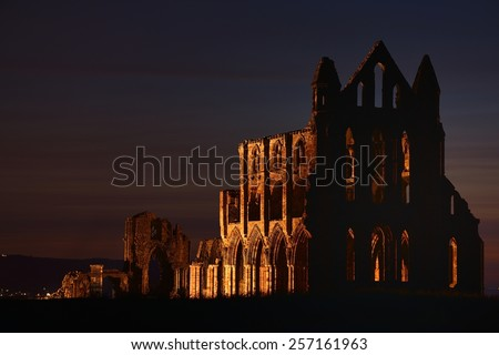 """The ruins of Whitby Abbey that inspired Bram Stoker to his masterpiece """"Dracula"""", Whitby, North Yorkshire, England, United Kingdom, Europe - stock photo"""