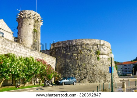 The Small Governor Tower or Lombardo Tower (Mala Knezeva Kula), and the west side of the city walls (large governor tower), in the old town of Korcula, Croatia - stock photo