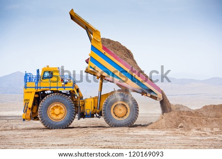 The supersize car unloading ore - stock photo
