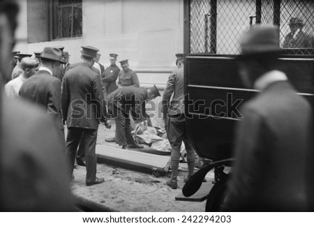 The Wall Street Bombing. Police and soldiers attend to the dead and injured after the Wall Street terrorist bombing, Sept. 16, 1920, in the New York City financial district. - stock photo
