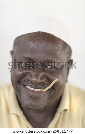 twig muslim Gross: muslims observing ramadan are not permitted to use toothpaste on their teeth instead, islamic scholars recommend using a twig for muslims, using tooth paste to brush one's teeth while fasting is not advisable.