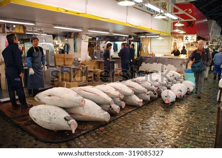 TOKYO - APRIL 6 : Tuna fish sale at Tsukiji Market, the biggest wholesale market in Japan taken April 6, 2009 in Tokyo, Japan. - stock photo