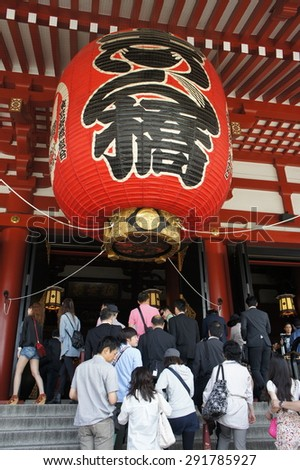 Tokyo,Japan - May 26, 2012: People at Kaminarimon Gate at the Senso-ji Temple, Asakusa, Tokyo - stock photo