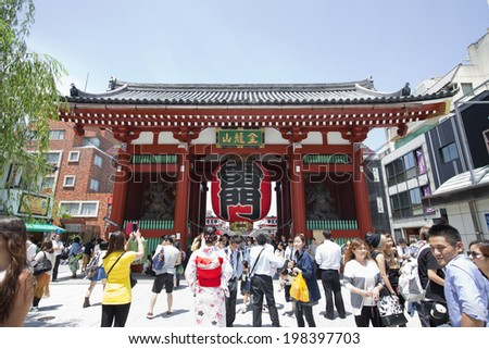 TOKYO, JAPAN- MAY 28 : The Kaminarimon (Thunder Gate), the outer gate of Sensoji Temple and the symbol of Asakusa in  Tokyo, Japan on May 28,2014. - stock photo