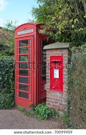 Traditional red U.K. postbox and telephone kiosk - stock photo