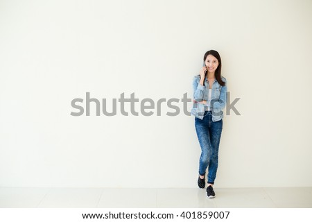 Woman talk to mobile phone - stock photo