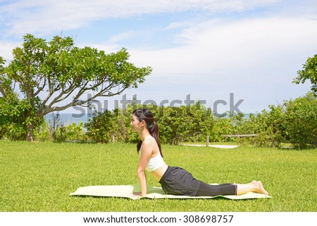 Woman who exercises at the park - stock photo