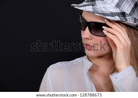 Woman with hat and sunglasses - stock photo