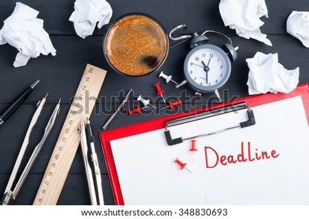 Work deadline. Sticky note with the word deadline. White blank paper, crumpled paper, pen, clock, office accessories and cup of coffee on a wooden background. Top view - stock photo