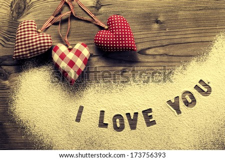 Written in icing sugar : I love you - stock photo
