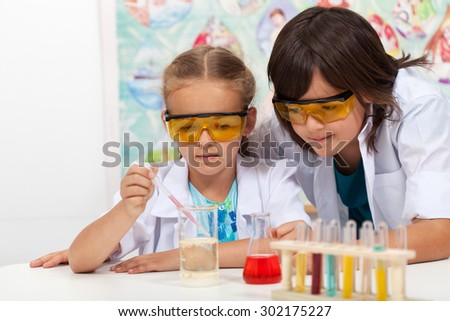 Young students in chemistry class - doing the chemical yoyo experiment - stock photo